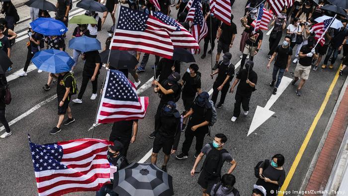 Hongkong Anti Regierungsproteste USA Fahnen (Imago Images/Zuma/K. Tsuuji)