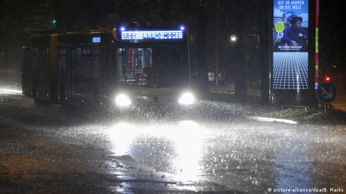 Hamburg bus in the rain