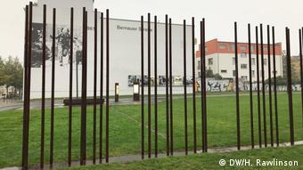 Stahlstäbe an der Gedenkstätte Berliner Mauer an der Bernauer Straße