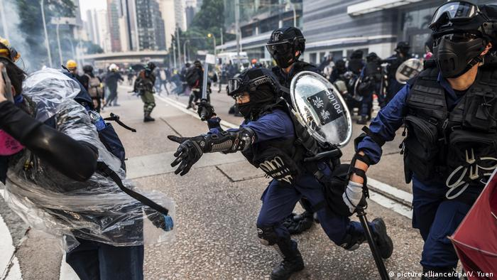Hong Kong police attempt to arrest a protester