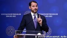 Türkei Ankara Finanzminister Berat Albayrak stellt FInanzpaket vor