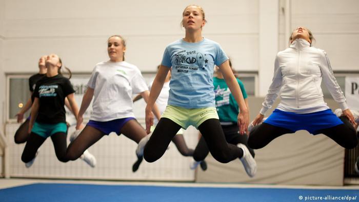 Cheerleaders durante el entrenamiento.