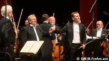 Abschlusskonzert Beethovenfest 2019. Dirigent Wladimir Fedossejew mit dem russischen Violinisten Nikita Boriso-Glebsky. Foto: DW / B.Frohmann