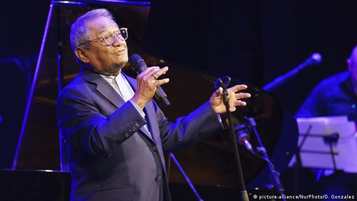 Armando Manzanero Canché, nacido en México en 1935.
