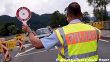 Oberaudorf | Polizisten kontrollieren Grenze zwischen Österreich und Deutschland