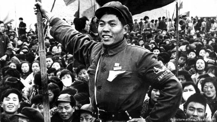 A member of the revolutionary Red Guards stands in front of a crowd