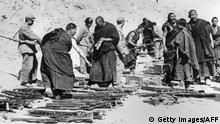 Tibet Aufstand 1956 Mönche legen Waffen nieder