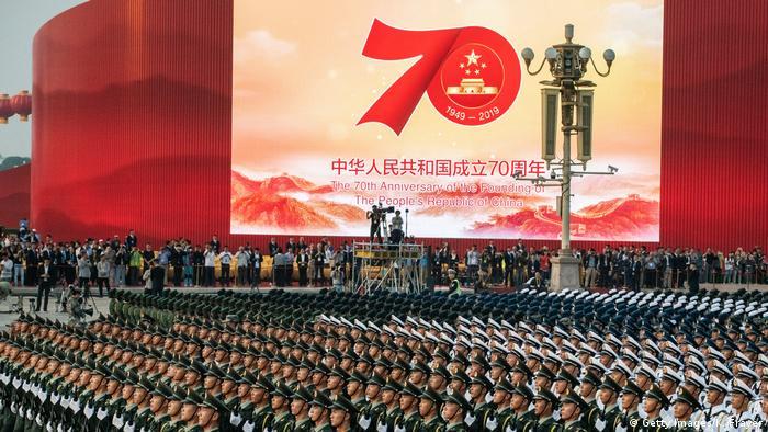 Cerca de 15 mil soldados participaram da parada militar