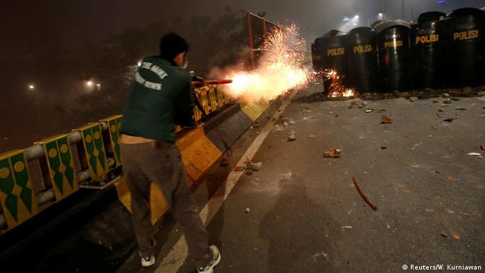 Indonesien Protesten gegen neue Gesetze (Reuters/W. Kurniawan)