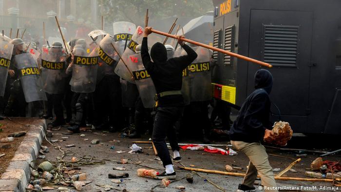 Indonesien Protesten gegen neue Gesetze (Reuters/Antara Foto/M. Adimaja)