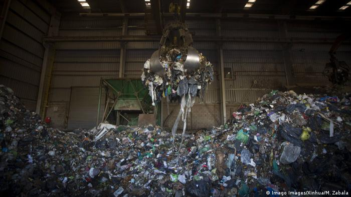 BG Müllhalden in Lateinamerika | Campo de Mayo, Argentinien (Imago Images/Xinhua/M. Zabala)