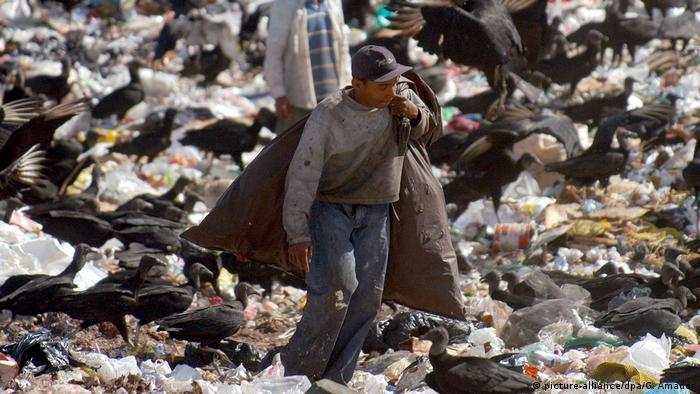 BG Müllhalden in Lateinamerika | Stadtmülldeponie inTegucigalpa, Honduras (picture-alliance/dpa/G. Amador)