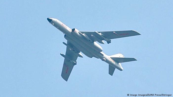 BG Waffensysteme der VR China | Bomber H-6N (Imago Images/ZUMA Press/Stringer)