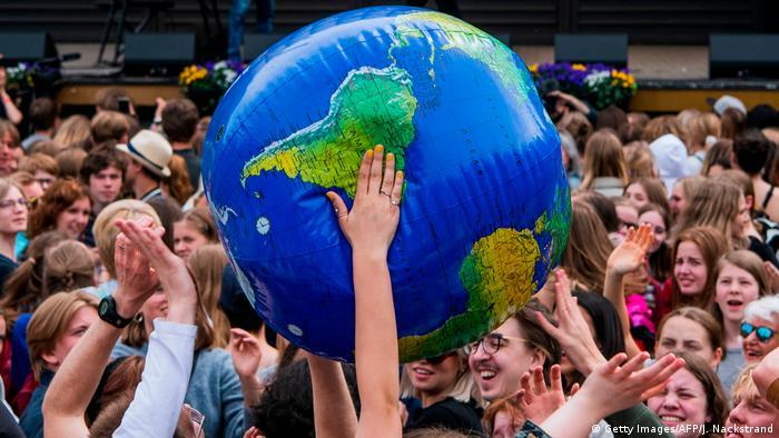 Global Ideas Symbolbild Weltkugel