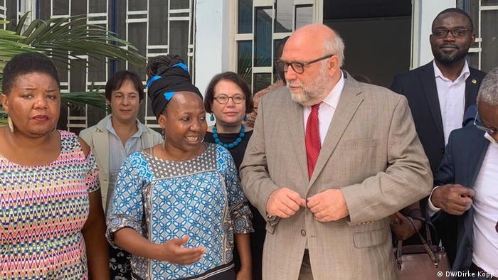 Kamerun Edith Kahbang Walla und Günter Nooke