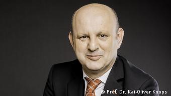 prof. dr. Kai-Oliver Knops
