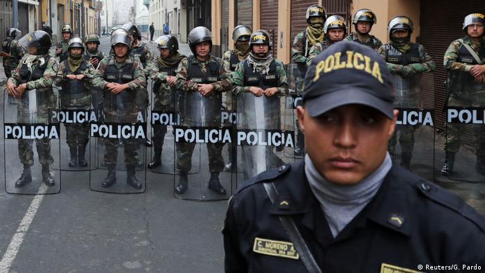 Pese a la tensión, y con las fuerzas del orden custodiando el Congreso, el país ha permanecido en calma. (Reuters/G. Pardo)