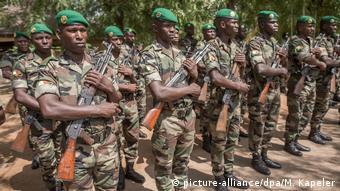 Des soldats maliens dans un camp à Kiloukiro