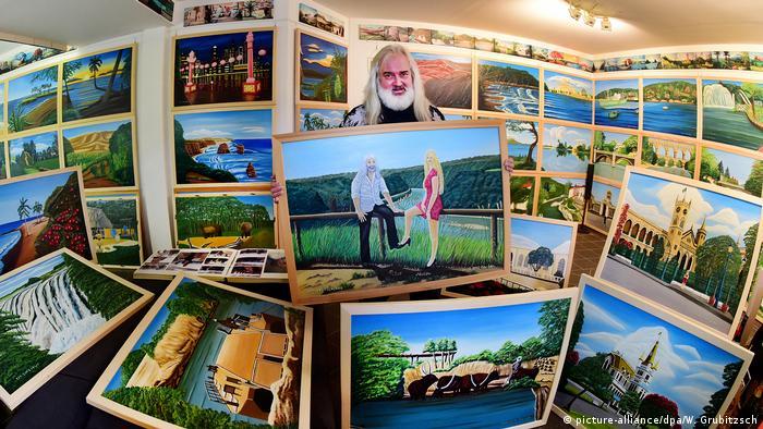 Петер Гере в своей мастерской