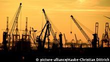 Sonnenuntergang im Hamburger Hafen Symbolbild Wirtschaftspolitik