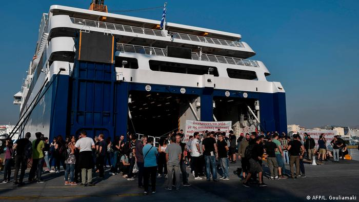 Greek Strikes Bring Country To A Standstill Greece Dw 02 10 2019