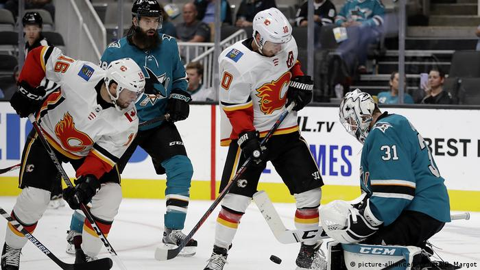 Eishockey NHL Martin Jones, Tobias Rieder, Derek Ryan (picture-alliance/AP Photo/B. Margot)