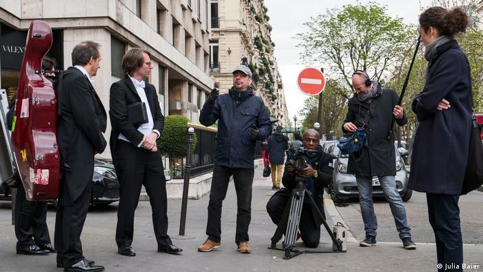 Film cresw on a street in Paris (Julia Baier)