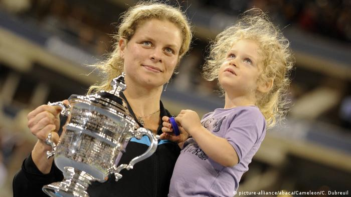 US Open Tennis - Finale | Kim Clijsters und ihre Tochter Jada (picture-alliance/abaca/Cameleon/C. Dubreuil)