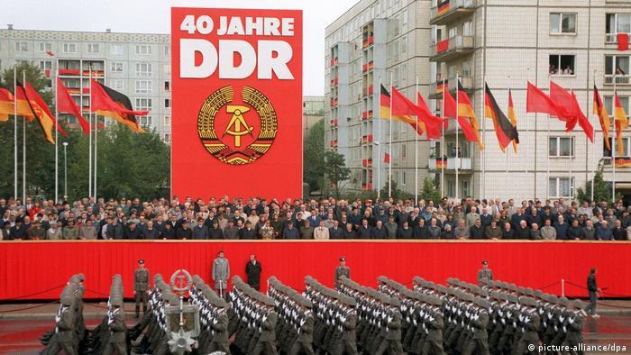 Em 7 de outubro de 1989, o regime comunista celebrou seu aniversário pela última vez