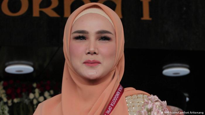 Mulan Jameela nahm an der Einweihung als Mitglied des indonesischen Parlaments für den Zeitraum 2019-2024 teil. (detikcom/Lamhot Aritonang)