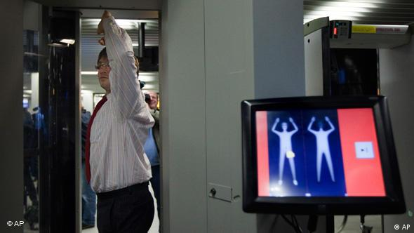 Body Scanner am Flughafen Schiphol Flash-Galerie