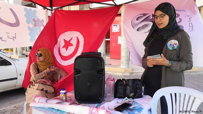 A campaign stand for Tunisia's Bledna independent party (DW/S. Mersch)