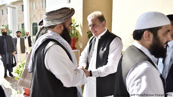عمران خان نے عالمی برادری پر زور دیا کہ افغانستان سے منہ نہ موڑا جائے کیونکہ وہاں شدید انسانی بحران کا خدشہ ہے