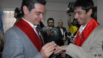 Gay Argentine couple marries