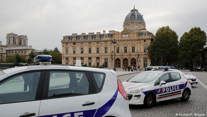 Paris Emniyet Müdürlüğü'nün çevresi güvenlik çemberine alındı