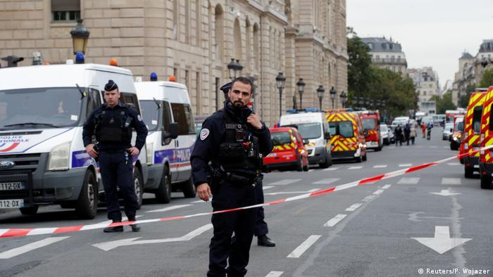 Frankreich | Polizei | Messerangriff (Reuters/P. Wojazer)