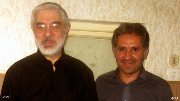 علی حبیبی موسوی، در کنار داییاش میرحسین موسوی