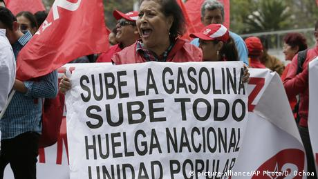 Protesta en Quito en octubre de 2019, cuando el entonces presidente Lenín Moreno anunció que eliminaría los subsidios a la gasolina.
