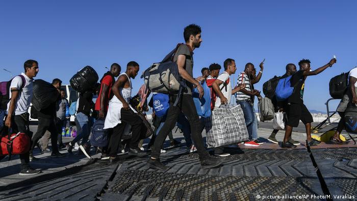 Migranten in Griechenland (picture-alliance/AP Photo/M. Varaklas)