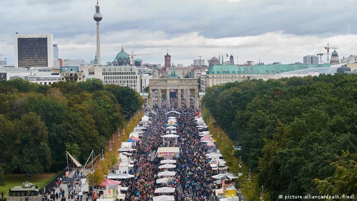 Tag der Deutschen Einheit Berlin (picture-alliance/dpa/A. Riedl)