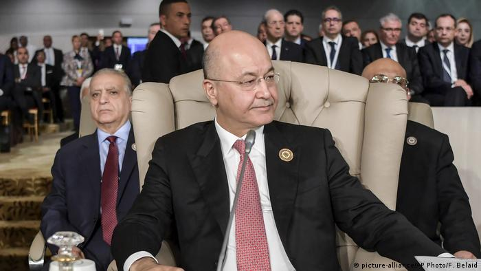 Barham Saleh sits in a chair at the Arab League Summit in Tunisia in March 2019 (picture-alliance/AP Photo/F. Belaid)