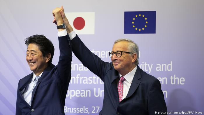European Commission President Jean-Claude Juncker with Japanese Prime Minister Shinzo Abe