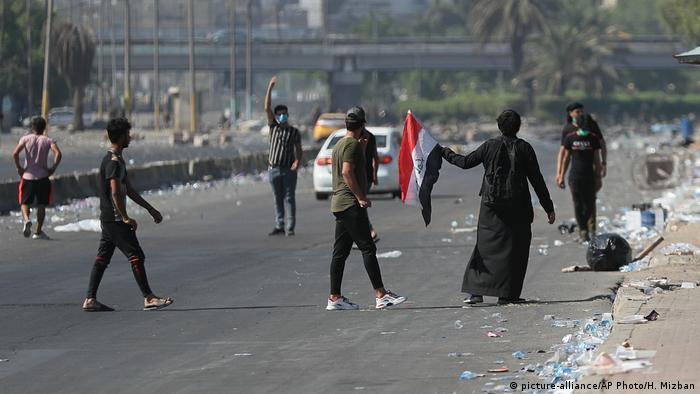 Irak Proteste in Bagdad - Ausgangssperre (picture-alliance/AP Photo/H. Mizban)