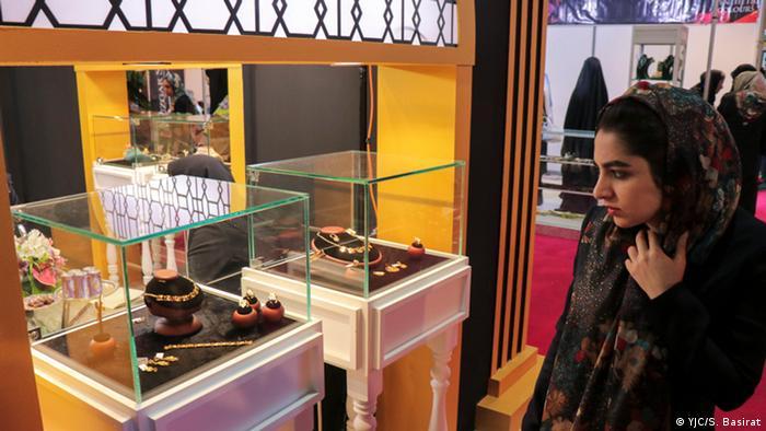 سیزدهمین نمایشگاه بینالمللی صنعت فلزات گرانبها، طلا، سنگهای قیمتی و ماشین آلات وابسته در محل نمایشگاه بینالمللی اصفهان افتتاح شد. در این نمایشگاه ۱۱۴ شرکت داخلی و ۷ شرکت ایتالیایی حضور دارند.