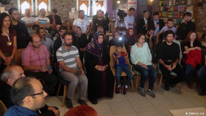 KHK ile görevden alınanların katıldığı bir etkinlik (Arşiv)