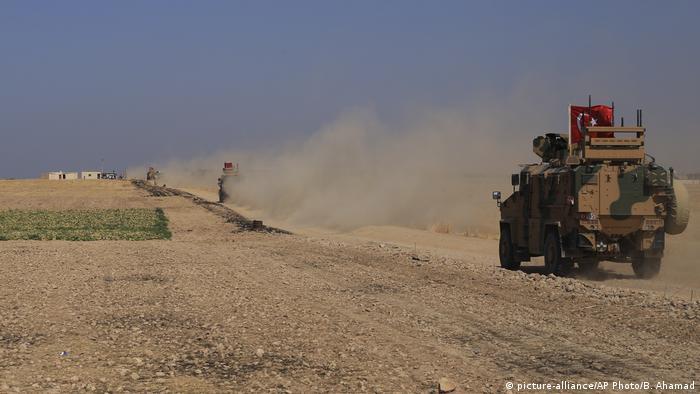 Военная техника Турции близ турецко-сирийской границы