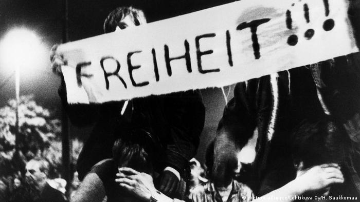 Deutschland Montagsdemonstration in Leipzig 1989 (picture-alliance/Lehtikuva Oy/H. Saukkomaa)