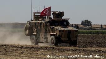 Τουρκικό τεθωρακισμένο στη βόρεια Συρία.