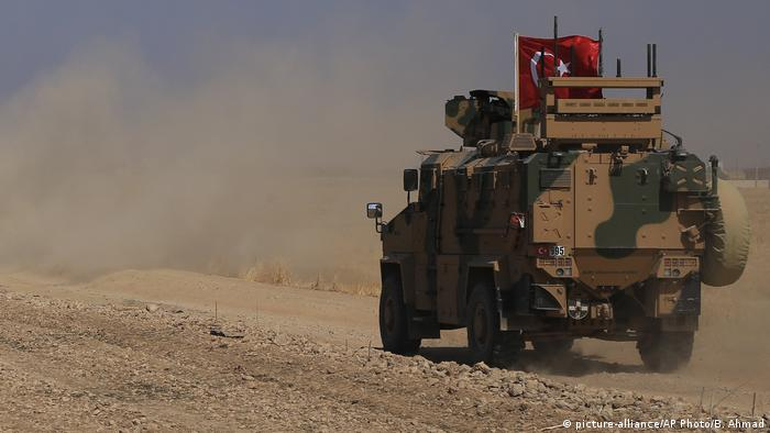 Turkish armored vehicle (picture-alliance/AP Photo/B. Ahmad)