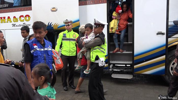 Indonesien Ankunft von Flüchtlingen in Nordtoraja (DW/J. Tonapa)